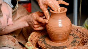 Преводачът на поезия е като майстора на керамиката