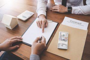 При работа по превод на етапи на преводача се заплаща поетапно от страна на клиента
